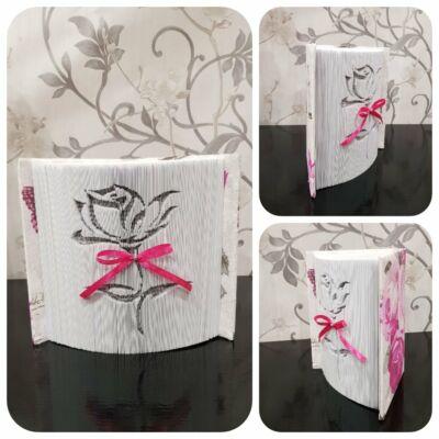 Rózsa mintájú könyvszobor